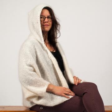 Cape mohair ARMOR tricotée main à capuche