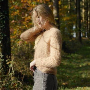 Pull camel tricot main en mohair et soie