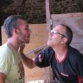 """Quand on a son métier dans la peau, Alain fait la barbe à Mathieu avec des """"forces""""!"""