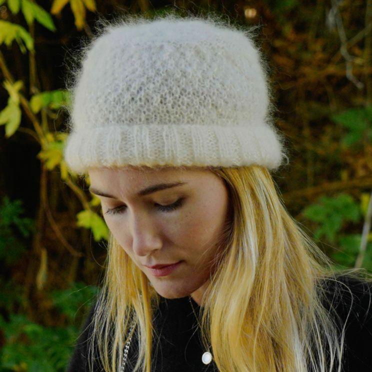 Bonnet mohair tricoté main à torsades