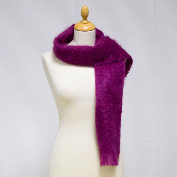... Couleur cardinal Petite écharpe tissée mohair et soie  Couleur violette  ... 950c64b69e4