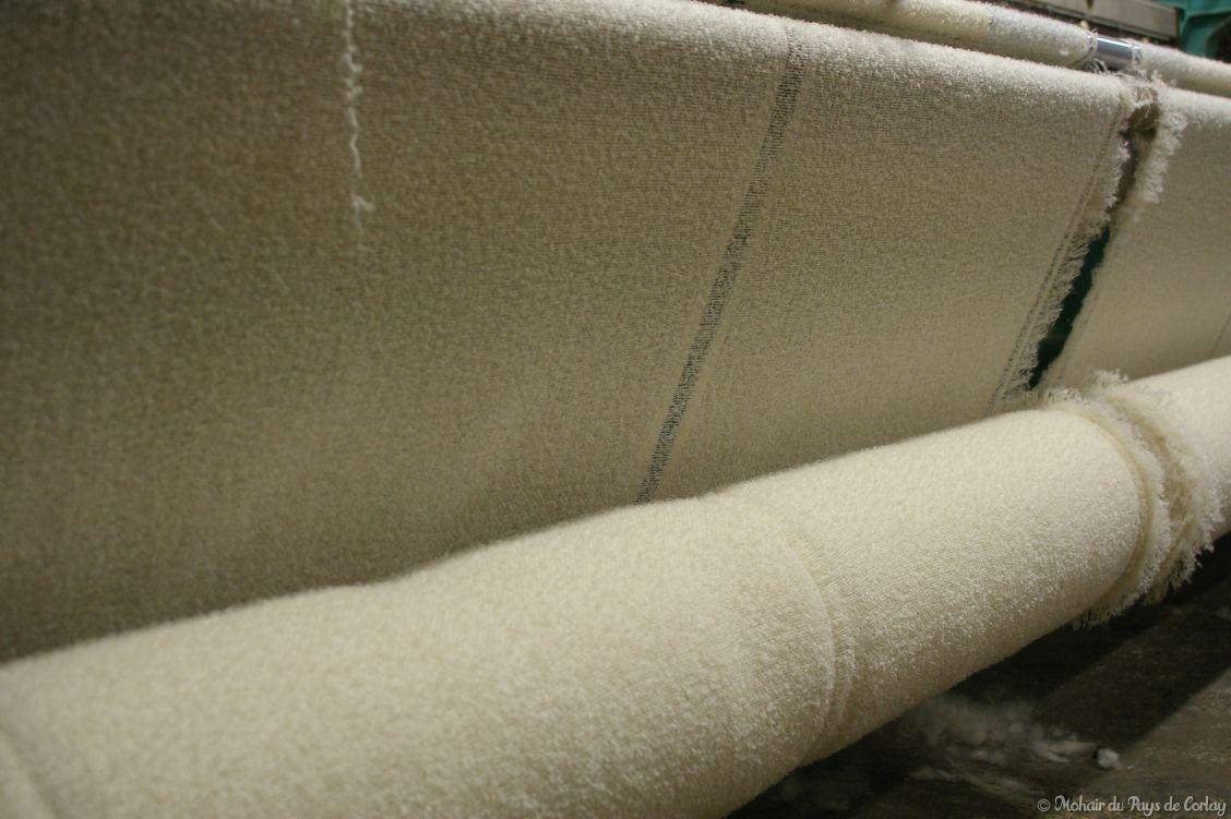 plaids et couvertures écrues en fin de tissage