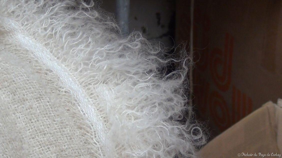 plaids et couvertures, une texture généreuse et moelleuse